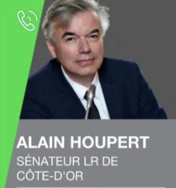 Loi sur l'obligation vaccinale: débat entre les sénateurs Gilbert Roger (PS) et Alain Houpert (LR)